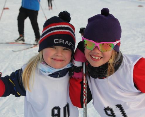 Synva 6 år og Ingrid 7 år fra Nordhordland gleder seg til renn